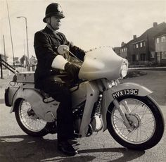 Essex Police, Cops, Police Officer, Bikers, Under The Sea, New Pictures, Vintage Cars, British, Characters