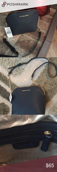HIGH QUALITY CROSSBODY HANDBAG Very high quality HANDBAG, you not able to judge this is not authentic, but I don't like to mislead anyone. High quality chain and zip. Blue with gold hardware.☑️ Bags Crossbody Bags