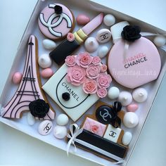 Surround yourself with beauty. Fancy Cookies, Iced Cookies, Cute Cookies, Sugar Cookies, Logo Cookies, Chanel Cookies, Chanel Cake, Chanel Birthday Party, Chanel Party
