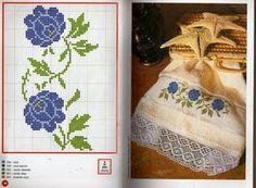 Artesanato em crochê e ponto cruz: Toalha de lavabo: Lindas rosas azuis em ponto cruz com um belo barrado de crochê