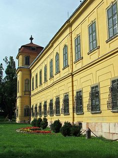 Esterhazy palace in Tata, Hungary Beautiful Castles, Central Europe, Ancient Architecture, Pent House, Slovenia, Palaces, Hungary, Romania, Budapest