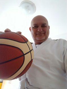 Un provetto aikidoka da sempre appassionato di basket. :-)