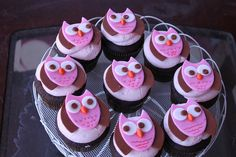 owl cupcakes  Lots and lots at  http://pinterest.com/helaynes/cupcake-recipes/?page=11