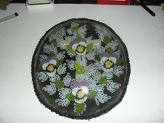 """Wunderschöne große Klosterarbeit """"Kreuz und Blumen aus Perlen"""" hinter Glas !!!"""