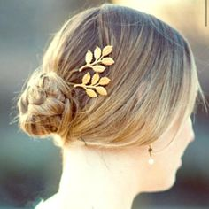 "Boho style gold plated leaf hairpin New, never worn. Stunning gold plated leaf hairpin, approx.2"" big. Thank you for visiting my closet, please let me know if you have any questions, I offer great discounts on bundles :) Boutique Accessories Hair Accessories"