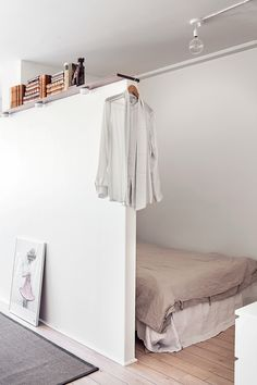 My Paradissi: Cozy tiny bed nook Bedroom with short wall divider Bed Nook, Bedroom Nook, Home Bedroom, Alcove Bed, Cozy Nook, Bedroom Ideas, Bedroom Decor, Tiny Spaces, Small Rooms