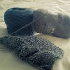 The cold outside makes me want to stay at home and knit... #tricotaddict #knittersofinstagram #mohair #silkmohair #tricot #wip #encours #lillemaville #grisbleu #bluegrey #bluegray #mohairetsoie #faitmain