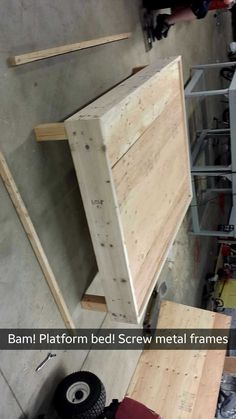 Diy King Bed Frame, King Size Bed Frame, Recycled Furniture, Furniture Projects, Diy Furniture, Platform Bed Designs, Diy Platform Bed, Diy Pallet Projects, Home Projects