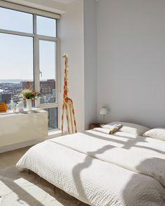 A cup of jo: brooklyn apartment tour. Apartment Bedroom Decor, Cozy Bedroom, Master Bedroom, Interior And Exterior, Interior Design, Interior Decorating, Decorating Ideas, Colorful Apartment, Brooklyn Apartment