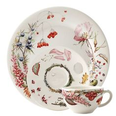 """With the """"Bouquet"""" dinner service from Gien, you revel in the delights of France... Even before the food is served, the table is richly laden. The plates, cups and bowls are adorned with plump grapes, berries, nuts and acorns, flanked by leaves and flowers - all of which are painted in watercolour style in wonderful autumn colours. With the faience """"Bouquet"""" dinner service from Gien, you can celebrate Harvest Festival every day."""