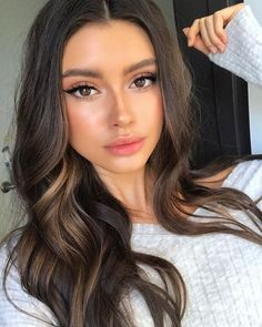 """"" Shimmery and Natural Summer Makeup """" Maquillaje de verano brillante y natural """" Natural Summer Makeup, Natural Makeup Looks, Natural Looks, Natural Makeup Brands, Natural Makeup For Brown Eyes, Simple Makeup, Young Makeup Looks, Brown Hair Brown Eyes Girl, Make Up Brown Eyes"