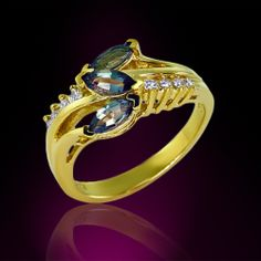 Natural Alexndrite in 18K Yellow Gold and Diamond