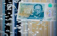 The pound posted a third week of declinesspurred by the Brexit vote, winning itself the title of 2016's worst performer among major currencies.