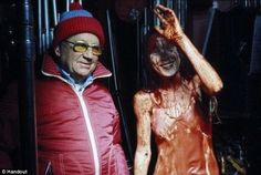 off screen Sissy Spacek and Brian De Palma on the film Carrie. Norman Bates, James Cagney, Anthony Perkins, Film Gif, Film Stills, Hannibal Lecter, Scene Image, Scene Photo, Freddy Krueger