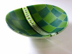 beautiful contrast between the irregular squares and placement in the center stripe and the precise hard edges of the main part of the bowl from glassho.jp
