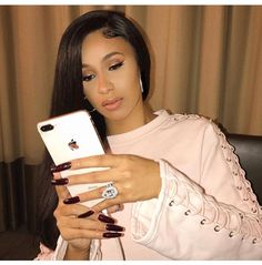 Photo de Cardi B : Este posibil ca imaginea să conţină: 1 persoană Photos Des Stars, Cardi B Photos, Love And Hip, Trending Photos, Bollywood, Stiletto Nails, Pointed Nails, My Idol, Makeup Looks