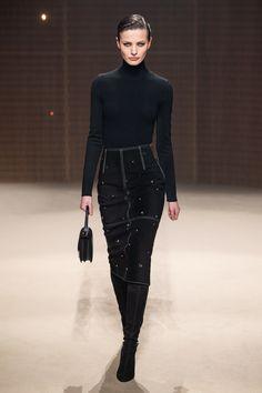 Herm¨¨s Fall 2019 Ready-to-Wear Fashion Show - Vogue Fashion Mode, Fashion 2020, Runway Fashion, High Fashion, Fashion Outfits, Fashion Trends, Net Fashion, French Fashion, Fashion Inspiration