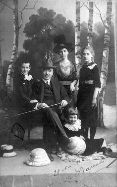 Familie im Fotostudio - chroniknet - Private Bilder, Fotos des Jahrhunderts