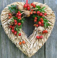 podzimní srdíčko s šípky / Zboží prodejce Flowers and More   Fler.cz Christmas Wreaths, Christmas Decorations, Holiday Decor, Nature Decor, Colour Schemes, Dried Flowers, Diy And Crafts, Fun, Handmade