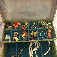 How to Identify Vintage Costume Jewelry #stepbystep