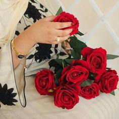 Pin on Flowers Beautiful Rose Flowers, Love Rose, Stylish Girls Photos, Stylish Girl Pic, Rose Pictures, Girly Pictures, Beautiful Girl Image, Beautiful Hands, Beautiful Pictures