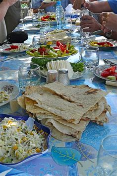 I think its humble to have flatbread on the table (without a plate) considering that food is a blessing and others go without. Small rituals are often unplanned in such a perfect way. But, plates are useful too.