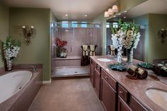 The beautiful Master Bathroom at our Reserve 4154.