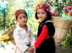 Cute childrens in Himachali traditional costumes