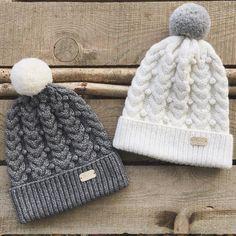 собираю чемоданы на @wool_market время пришивания последних ярлычков и помпоновой медитации эти две монохромные шапочки едут со мной✌️#wool_market Knit Crochet, Crochet Hats, Baby Hats, Knitted Hats, Winter Hats, Lily, Wool, Sewing, Knitting