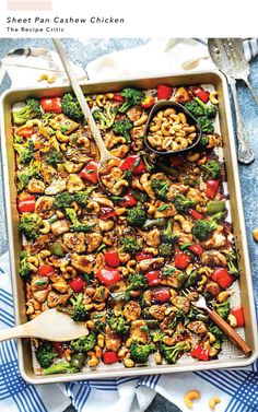 Sheet Pan Cashew Chicken is an easy weeknight meal with all the amazing flavors of the popular takeout dish. Sheet Pan Cashew Chicken is an easy weeknight meal with all the amazing flavors of the popular takeout dish. Lunch Recipes, Healthy Dinner Recipes, Cooking Recipes, Healthy Meals, Cashew Chicken, Garlic Chicken, Make Ahead Lunches, Easy Weeknight Meals, Easy Dinners