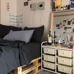 Pin by madison elizabeth on room ideas in 2019 Dream Rooms, Dream Bedroom, Home Bedroom, Bedrooms, Decoration Bedroom, Aesthetic Room Decor, Cozy Room, Bedroom Inspo, My New Room