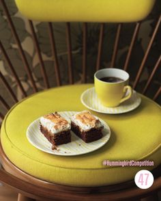 The Cupcakes were amazing from the Cake Days book. Now here are Hummingbird Bakerys S'more Brownies! No Bake Treats, Yummy Treats, Sweet Treats, Baking Recipes, Cookie Recipes, Chocolate Week, Smores Brownies, Hummingbird Bakery, Cookies