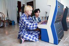 V y Hoseok 💙😻💙 BTS season's greetings Jung Hoseok, Kim Namjoon, Kim Taehyung, Seokjin, Jimin, V E Jhope, Bts Bangtan Boy, Foto Bts, Bts Photo