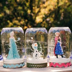 Do you want to build a FROZEN snow…globe? Let it snow all year long with Frozen-inspired snow globes, featuring Elsa, Anna, and Olaf. Frozen Snow Globe, Frozen Christmas, Diy Snow Globe, Snow Globes, Christmas Christmas, Christmas Crafts, Frozen Themed Birthday Party, Disney Frozen Birthday, Birthday Parties