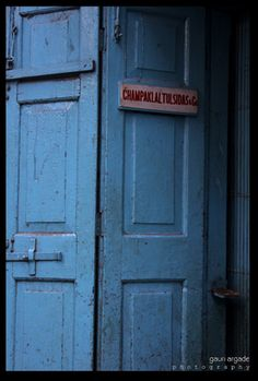 Located in chor bazaar, the old part of Mumbai. A Wow blue again.