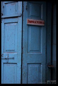 Located in chor bazaar, the old part of Mumbai. A Wow blue again.