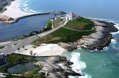Praia de Itaúna, a Igreja de Nossa Senhora de Nazaré. Saquarema, a capital do Surf, São Paulo - Brasil