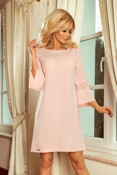 a8af29f170 Sukienka margaret z rozkloszowanym rękawkiem i koronkowymi wstawkami -  oversize - pastelowy róż - pastel pink