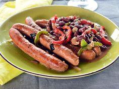 Jó kis magyaros fogás: babos-sörös kolbász   Nők Lapja Ketchup, Sausage, Meat, Food, Red Peppers, Beef, Sausages, Meals, Yemek
