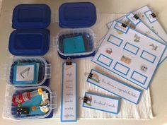 Juste après la série rose, on propose à l'enfant la série bleue. Voici un exemple de comment les disposer sur l'étagère dédiée au langage. La série bleue suit exactement le même principe que la sér...