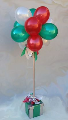Grinch Christmas Lights, Christmas Balloons, Christmas Lanterns, Kids Christmas, Christmas Crafts, Christmas Topiary, Christmas Party Centerpieces, Balloon Table Centerpieces, Birthday Balloon Decorations