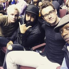 """Went for this hand gesture instead of the middle finger to switch it up but I'm still saying """"fuck you"""" with my eyes. Izombie Tv Series, Izombie Cast, Blaine Debeers, I Zombie, Female Protagonist, Tv Times, Young Ones, Shows On Netflix, Film Serie"""