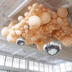 Mixed balloon ceiling with disco balls! One Balloon, Balloon Wall, Balloon Arch, Balloon Garland, Baby Balloon, Balloon Decorations Party, Wedding Decorations, Balloon Chandelier, Balloon Installation
