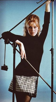Jane Fonda looks like Nicole Kidman. i think she looks like Amy Adams Charlotte Rampling, Isabelle Adjani, Catherine Deneuve, Jane Birkin, Classic Hollywood, Old Hollywood, Marie Christine Barrault, Jane Fonda Barbarella, Style Année 60
