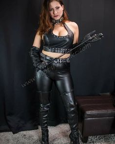 Leather Gloves, Leather Pants, Gloves Fashion, Leder Outfits, Women Smoking, Mistress, Frocks, T Shirts, Hot Girls