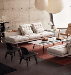 Plywood Group LCW Leather by Vitra by Charles & Ray Eames Sperrholz Gruppe Vitra Sofa, New Furniture, Furniture Design, Space Furniture, Decor Interior Design, Interior Decorating, Deco Luminaire, Isamu Noguchi, Noguchi Lamp