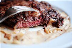 Faux filet grillé… sauce au fromage bleu et oignons!! MIAM #filet #viande…