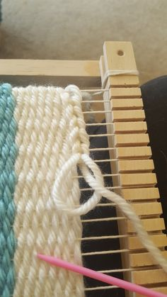 Chain stitch for a nice finished weave top. - Chain stitch for a nice finished weave top. - Chain stitch for a nice finished weave top. - Chain stitch for a nice finished weave top. Weaving Textiles, Weaving Art, Weaving Patterns, Tapestry Weaving, Loom Weaving, Macrame Patterns, Yarn Crafts, Sewing Crafts, Weaving Wall Hanging