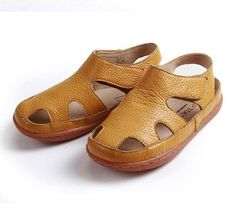 hot sale summer leather sandals Children years old Genuine leather casual Traveling shoes soft baby boy/girl beach shoes Beach Girls, Girls 4, Boys, Kids Sandals, Beach Shoes, Summer Kids, Kid Shoes, Leather Sandals, Fashion Top
