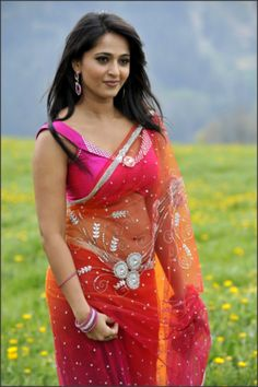 Watch South Indian Actress Anushka Shetty Hot Pics, HD Images, Cute Wallpapers, Anushka Shetty Hot Photos and read her small Biography. Indian Film Actress, South Indian Actress, Indian Actresses, Actress Anushka, Bollywood Actress, Indian Bollywood, Tamil Actress, Hot Actresses, Beautiful Actresses